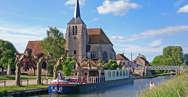 luxury hotel barge france renaissance