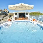 Gorgeous deck with jacuzzi