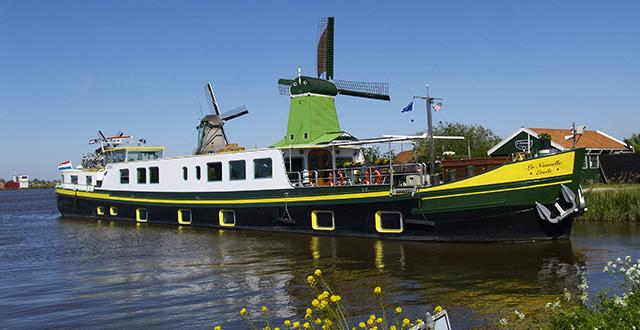 la nouvelle etoile luxury barge