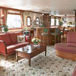 La Nouvelle Etoile spacious salon